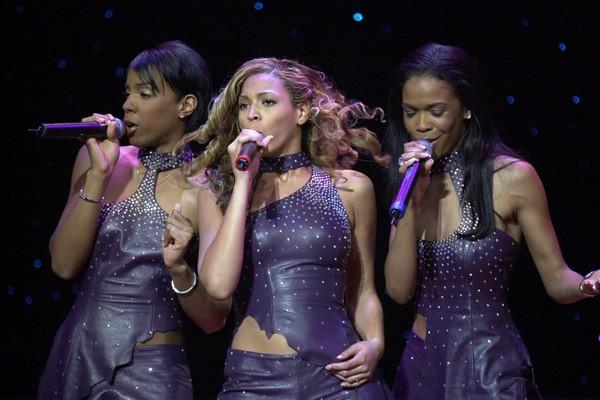 Kelly Rowland, Beyonce Knowles e Michelle Williams em uma apresentação do Destiny's Child em 2001 (Foto: Getty Images)