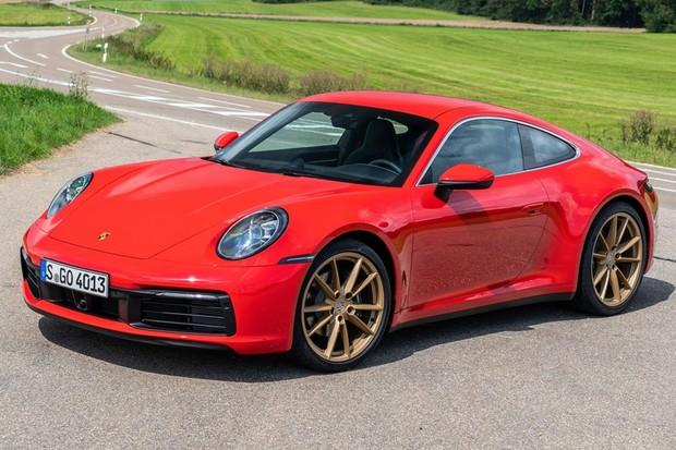 Porsche 911 Carrera anda bem mais forte do que o Mustang GT (Foto: Divulgação)