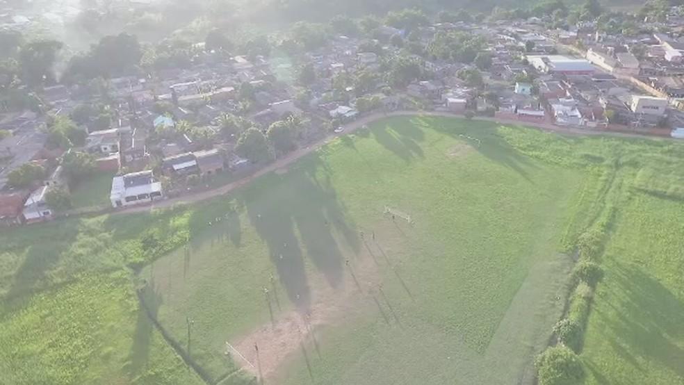 Campo do estádio Adauto Frota, sede do Atlético-AC, no Segundo Distrito de Rio Branco (Foto: Reprodução/Rede Amazônica Acre)