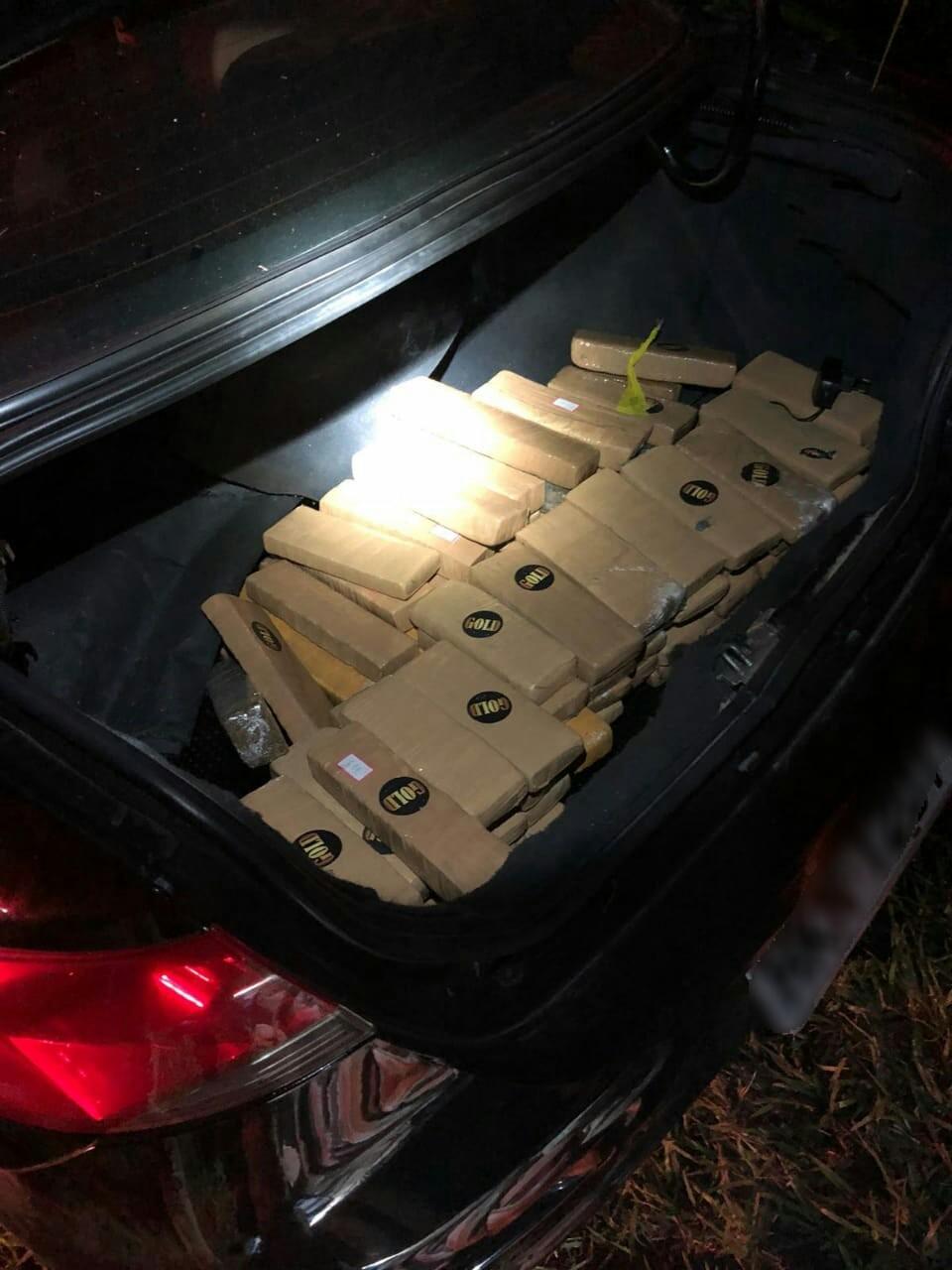 PRF apreende tabletes de maconha após perseguição e fuga de suspeitos na BR-040, em Areal, no RJ - Radio Evangelho Gospel
