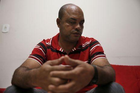 Romeu Geraldo de Oliveira, 43 anos, é um dos moradores que desenvolveu depressão depois da tragédia ambiental ocorrida em Mariana (MG) (Foto: Tânia Rêgo/Agência Brasil)