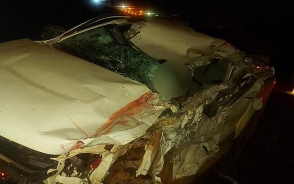Caminhonete de Daniel Damasceno ficou destruída após acidente na BR-452, em Itumbiara — Foto: Reprodução/TV Anhanguera