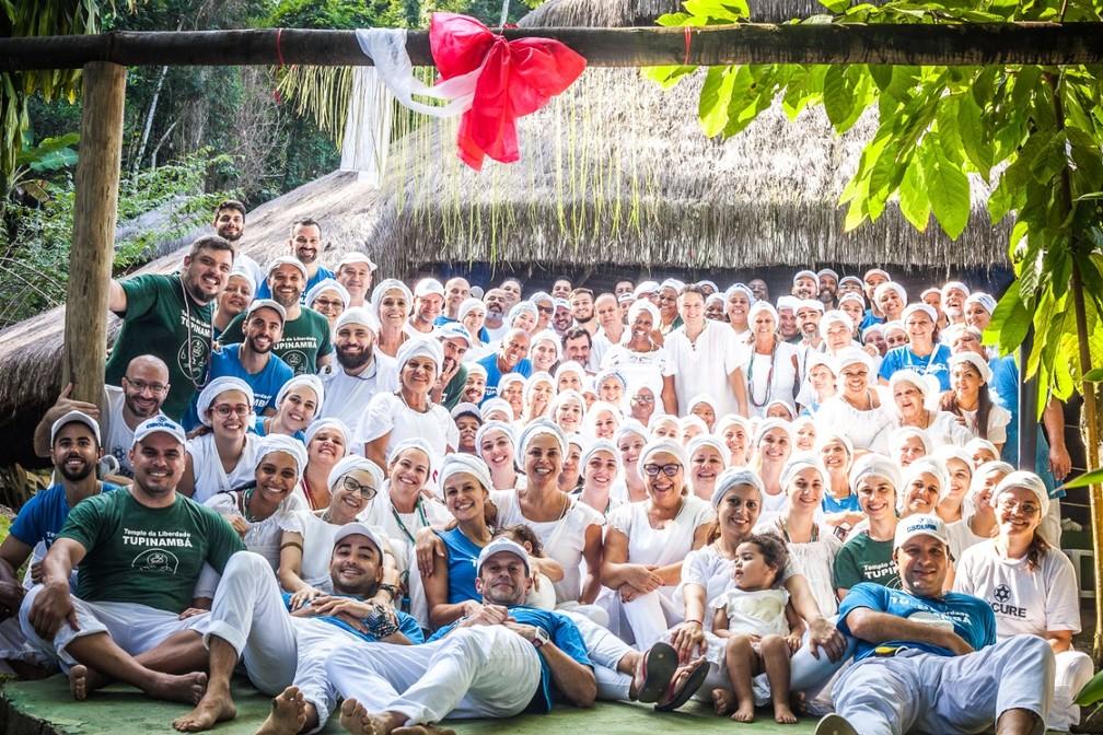 Adeptos do Templo de Umbanda Liberdade Tupinambá, em Paraty, no Rio de Janeiro: 80% brancos — Foto: Arquivo pessoal/Divulgação
