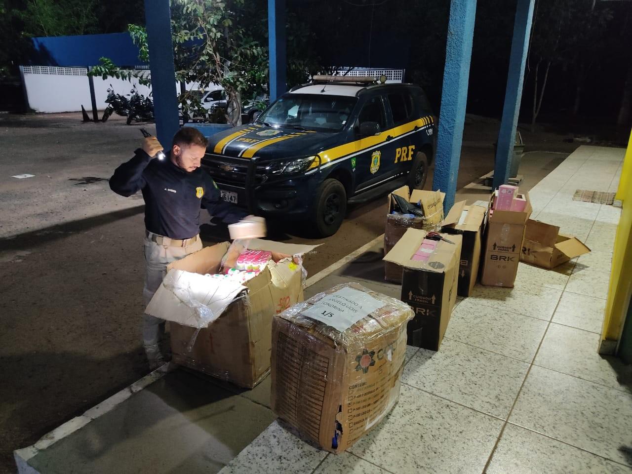 PRF flagra motorista transportando medicamentos e cosméticos ilegais