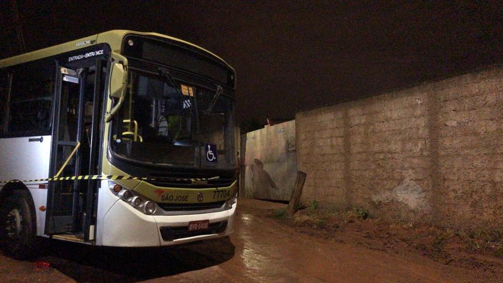 Motorista de ônibus é baleado no rosto durante assalto no DF — Foto: Afonso Ferreira/G1