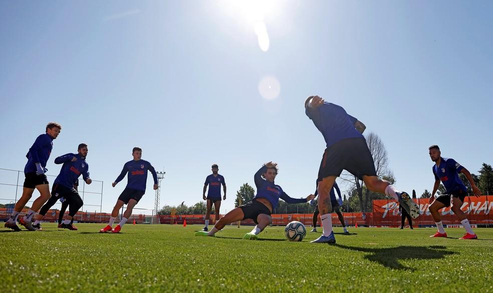 Jogadores do Atlético de Madrid fazem primeiro treino juntos em grupos de 10 até durante a retomada do futebol na Espanha  — Foto: EFE/Atlético de Madrid