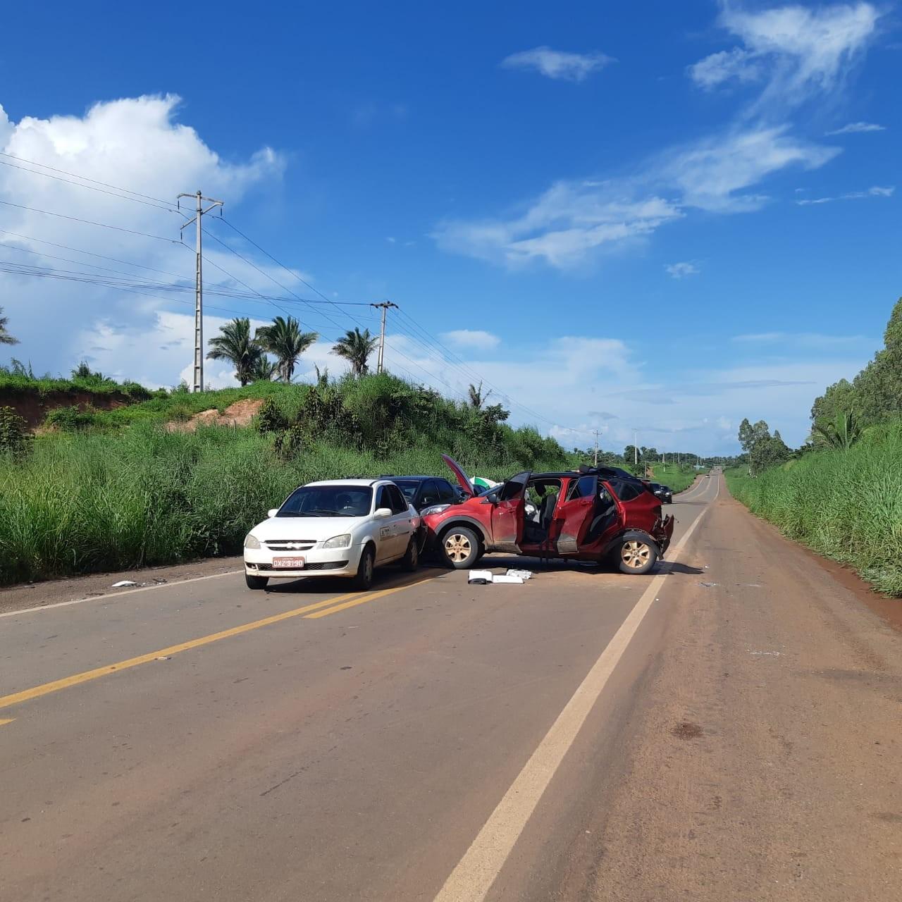 Engavetamento envolvendo 4 veículos deixa 8 feridos na BR-316 no MA