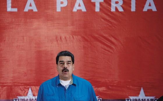 POR QUE NÃO TE CALAS? O presidente da Venezuela não perde uma chance de causar espanto com suas declarações (Foto: Marco Bello/Reuters)