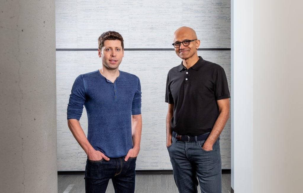 Sam Altman, CEO da OpenAI, ao lado do CEO da Microsoft, Satya Nadella (Foto: Divulgação)