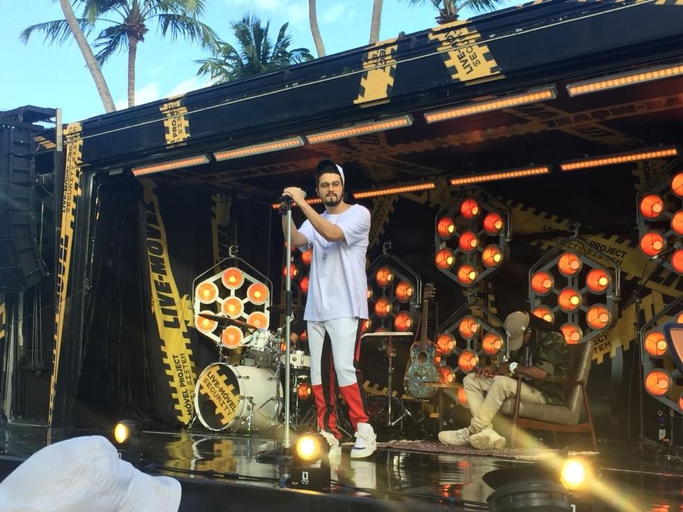 Luan Santana faz show surpresa de graça na orla da Ponta Verde, em Maceió — Foto: George Arroxelas/G1