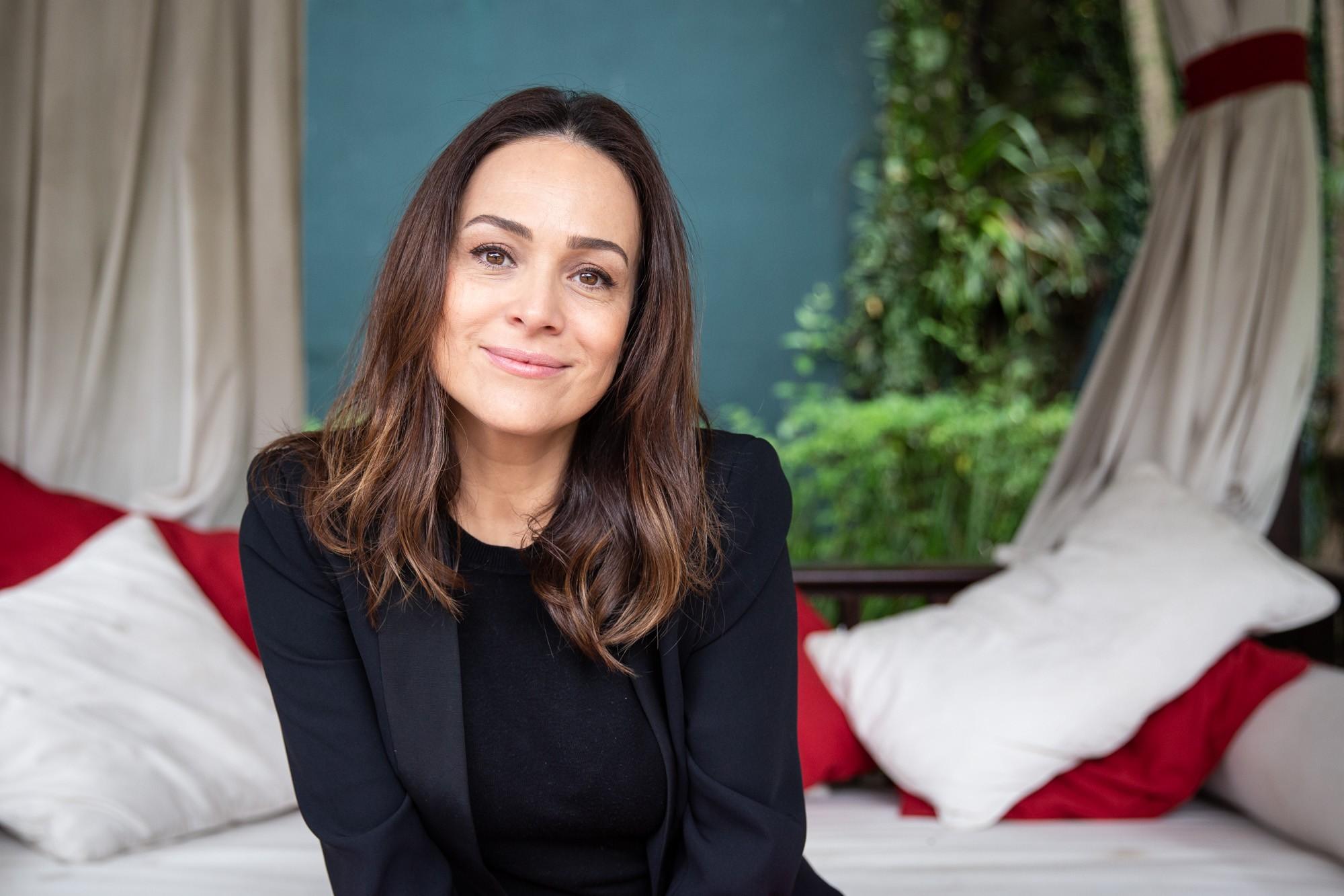 Gabriela Duarte estrela peça 'Perfume de Mulher' e fala das 'divergências políticas' com a mãe