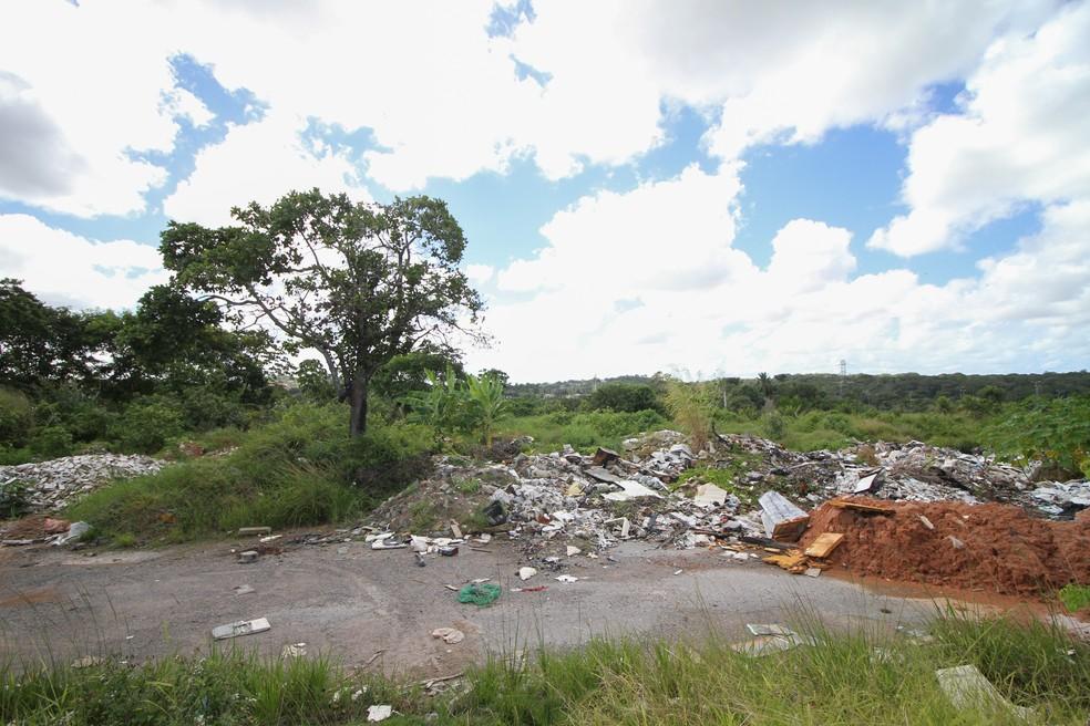 Área da Arena de Pernambuco, em São Lourenço da Mata, não recebeu nenhuma das obras anunciadas peolo estado (Foto: Marlon Costa/Pernambuco Press)