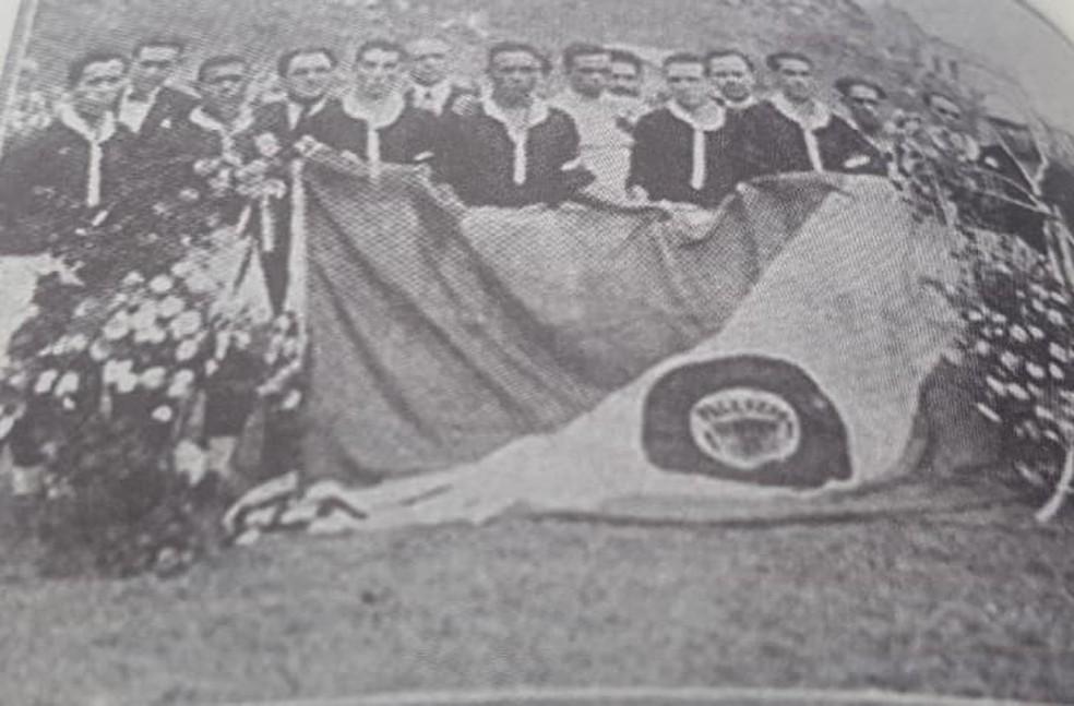 Imagem rara do time do Vasco campeão carioca em 1924, sob o comando de Platero — Foto: Reprodução
