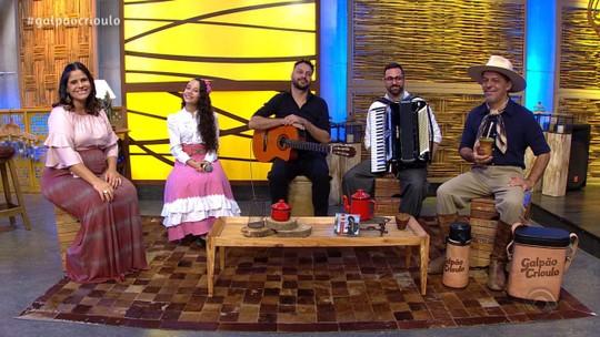 Leonel Gomez e Luiza Barbosa, do 'The Voice Kids', foram atrações do 'Galpão Crioulo'; reveja os vídeos