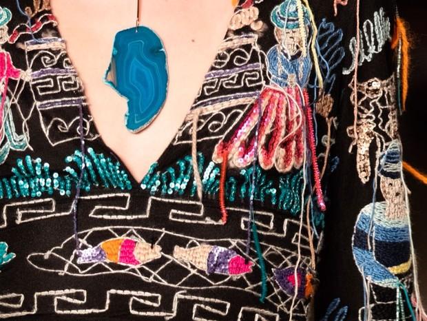 Detalhe do look desfilado pela estilista Fabiana Milazzo, no SPFW 45 (Foto: Thibé)