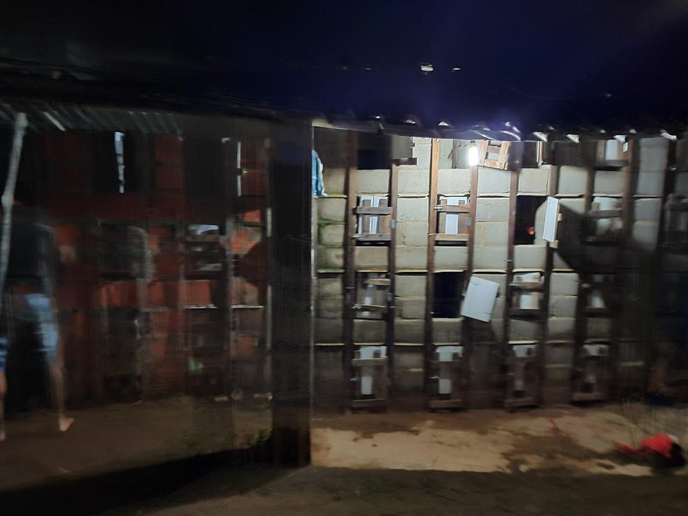 Locais onde os animais que participavam das rinhas ficavam — Foto: Polícia Civil