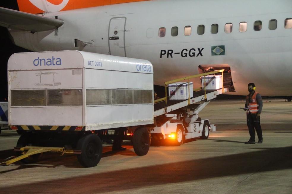 Carga chegou na madrugada desta sexta (16) no RN — Foto: Raiane Miranda/Assecom/Governo do RN