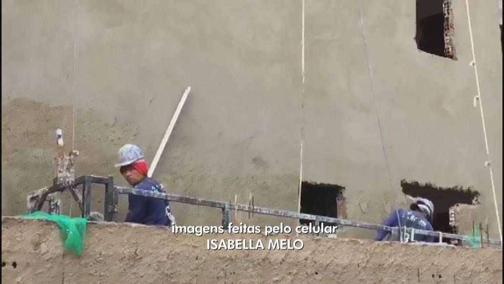 Funcionários trabalham em obra irregular de Vicente Pires (Foto: TV Globo/Reprodução)