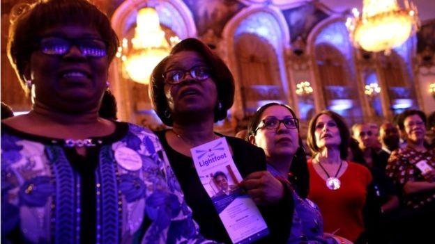 Apoiadoras da nova prefeita aguardavam com ansiedade o resultado da eleição (Foto: Reuters, via BBC)