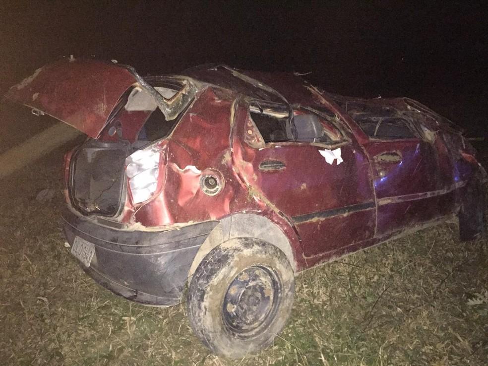 Batida entre moto e carro deixa dois mortos e cinco feridos em rodovia na Bahia — Foto: Itiruçu Online