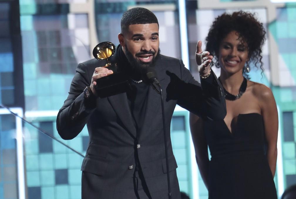 Drake recebe prêmio de Melhor Canção de Rap, por