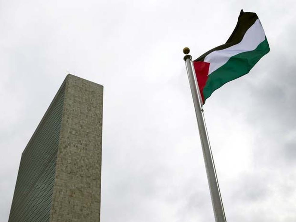 -  Bandeira palestina hasteada na sede da ONU, em Nova York  Foto: REUTERS/Andrew Kelly TPX IMAGES OF THE DAY