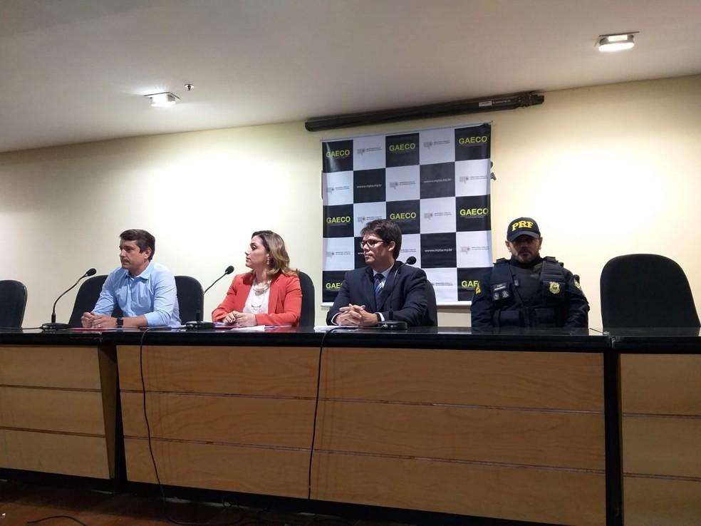 Coletiva de imprensa sobre operação contra funcionário suspeito de apagar multas na Transalvador  — Foto: Alan Oliveira/G1