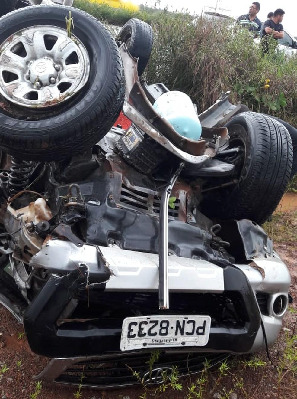 Veóículo ficou destruído após ter capotado no Campo de Peris, na região de Bacabeira (Foto: Divulgação/PRF)