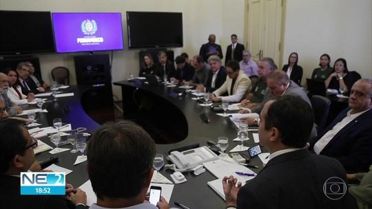 Com previsão de chegada de mais óleo ao litoral, PE anuncia edital de R$ 2,5 milhões para analisar impactos