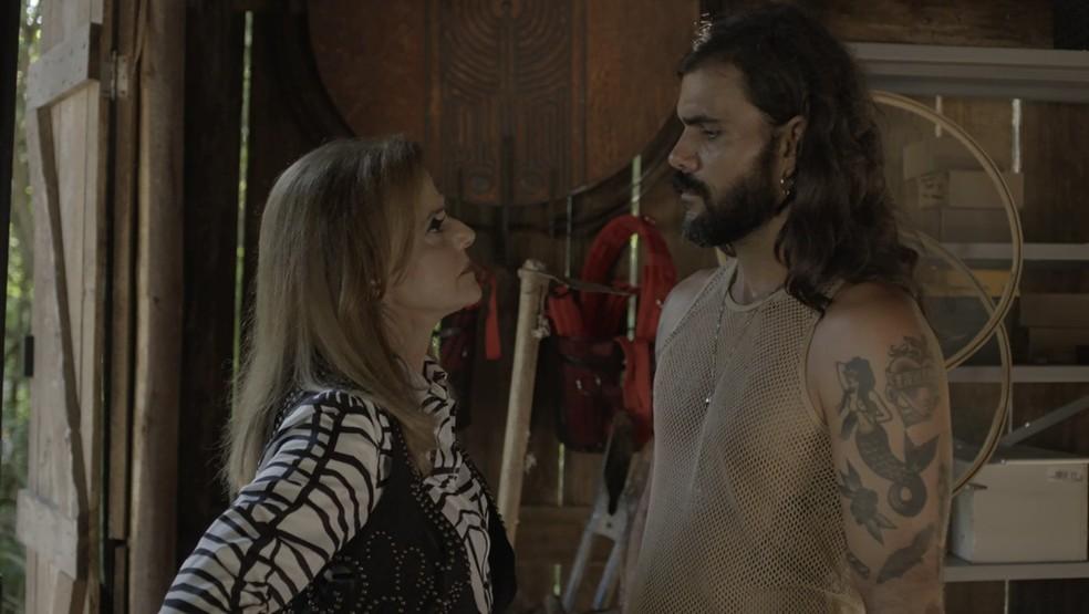 Sophia manda Mariano largar Lívia