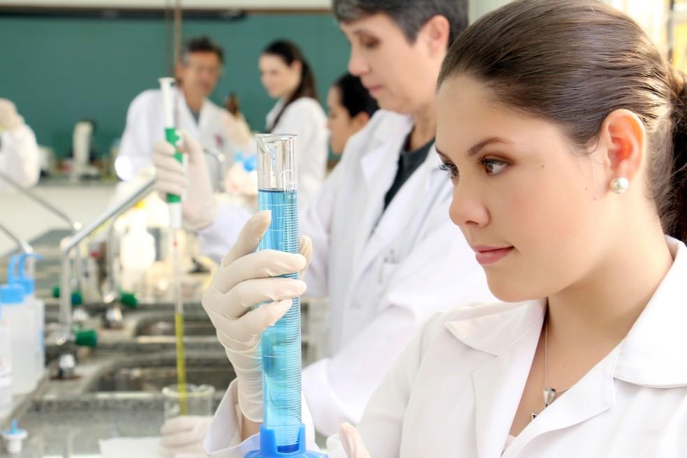 Há vagas para profissionais de biomedicina (Foto: Unibrasil)