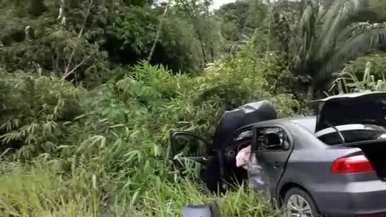 Carros batem de frente em rodovia no interior de Alagoas
