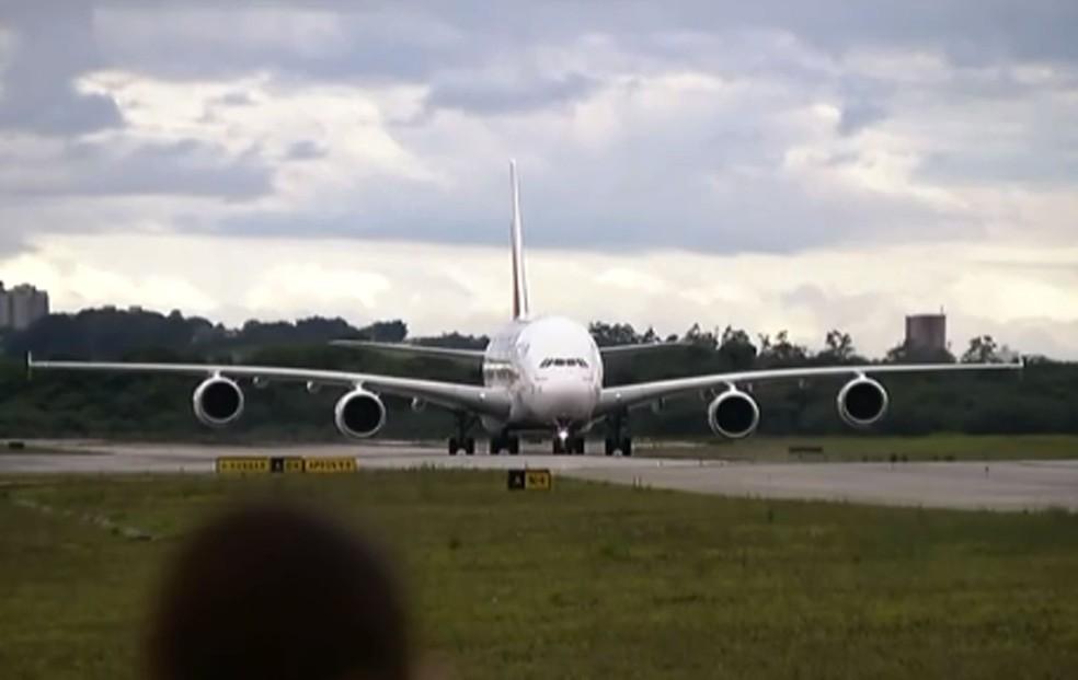 o Airbus A380 tem 73 metros de comprimento e transporta 850 pessoas — Foto: Reprodução/TV Globo