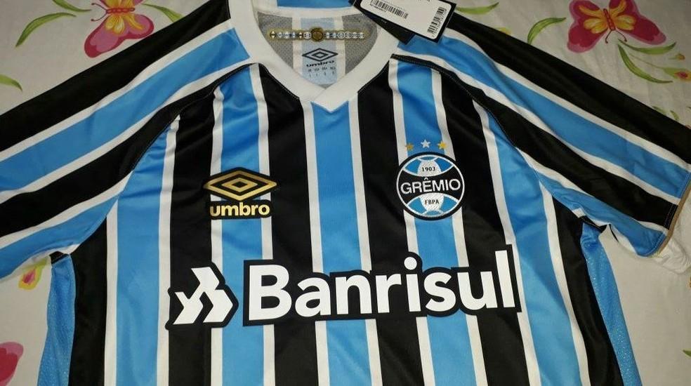 8c813707e03cf ... Fotos de suposta nova camisa do Grêmio para a temporada 2018 vazam na  internet — Foto
