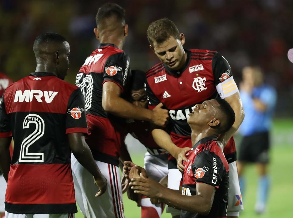 Lucas Silva comemora o primeiro gol. Garotada deu conta do recado (Foto: Gilvan de Souza / Flamengo)