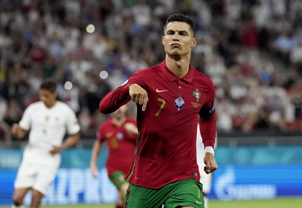 Cristiano Ronaldo gol Portugal França — Foto: Darko Bandic/Reuters