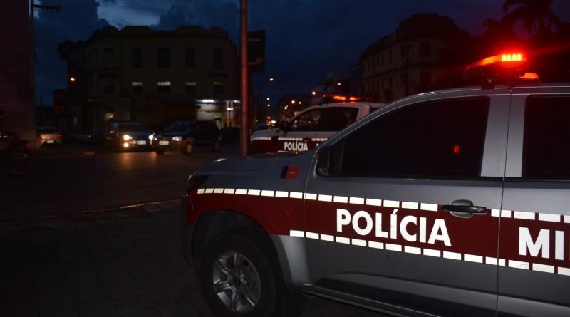 Jovem é morto a tiros dentro de bar, em Campina Grande