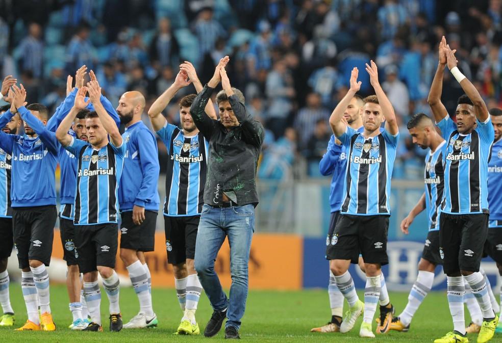 Bressan (D) tem a confiança de Renato Gaúcho (Foto: Wesley Santos / Agência PressDigital)