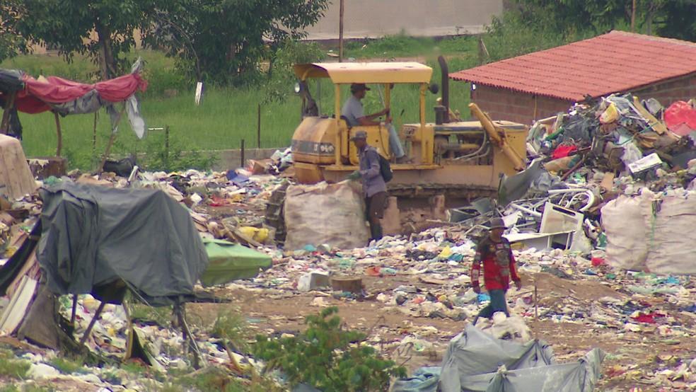 Diariamente, 3.364 toneladas são descartadas de forma irregular em lixões em Pernambuco — Foto: Reprodução/TV Globo