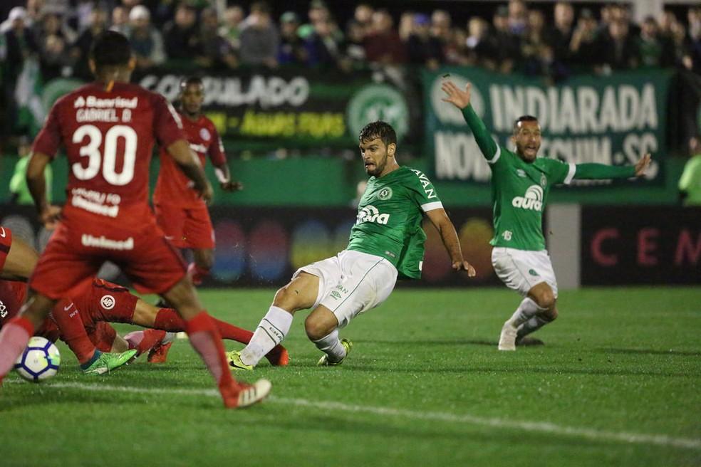 Zagueiro atuou em 45 dos 63 jogos da Chape nesta temporada — Foto: Sirli Freitas/Chapecoense