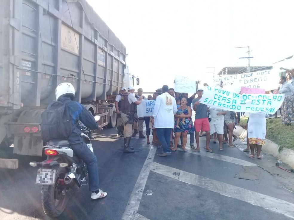Além de equipes da Bahia Norte, Polícias Militares estão no local fazendo monitoramento.  — Foto: Cid Vaz / TV Bahia