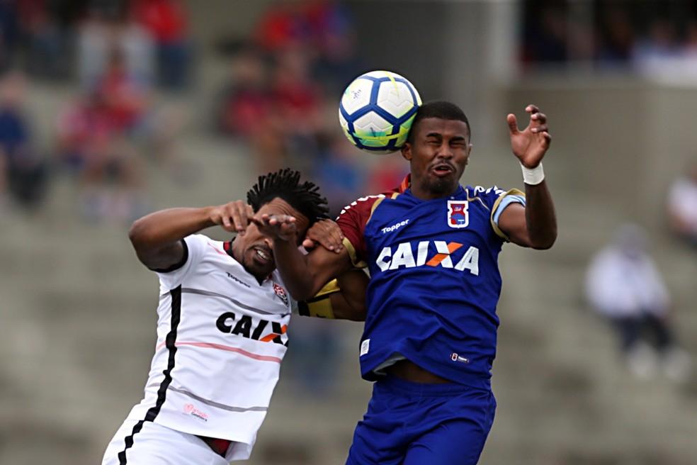 Paraná x Vitória — Foto: Albari Rosa/Gazeta do Povo
