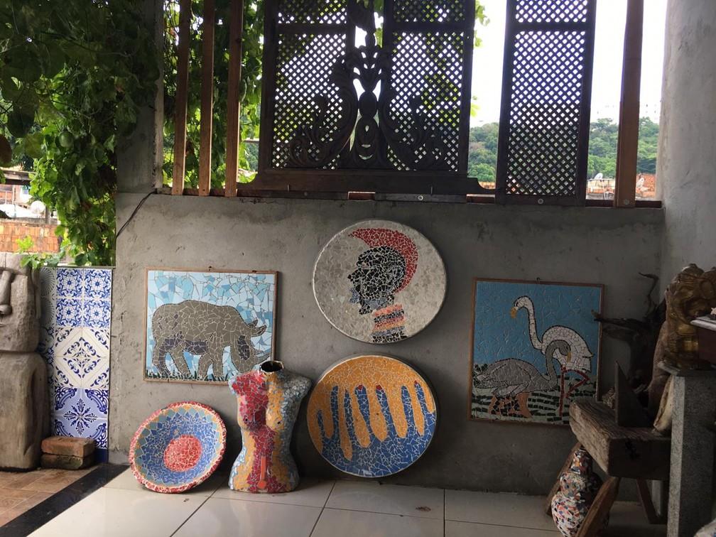 Cerâmicas feitas por artistas do subúrbio de Salvador — Foto: João Souza/G1