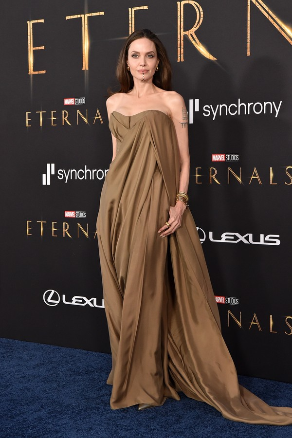 """LOS ANGELES, CALIFORNIA - OCTOBER 18: Angelina Jolie attends the Los Angeles Premiere of Marvel Studios' """"Eternals"""" on October 18, 2021 in Los Angeles, California. (Photo by Axelle/Bauer-Griffin/FilmMagic) (Foto: FilmMagic)"""