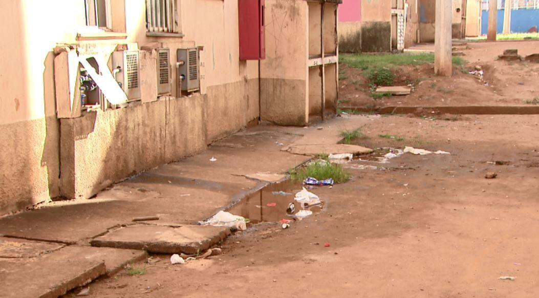 Moradores movem ação na Justiça por falta de estrutura e abandono em condomínio de Araraquara - Notícias - Plantão Diário
