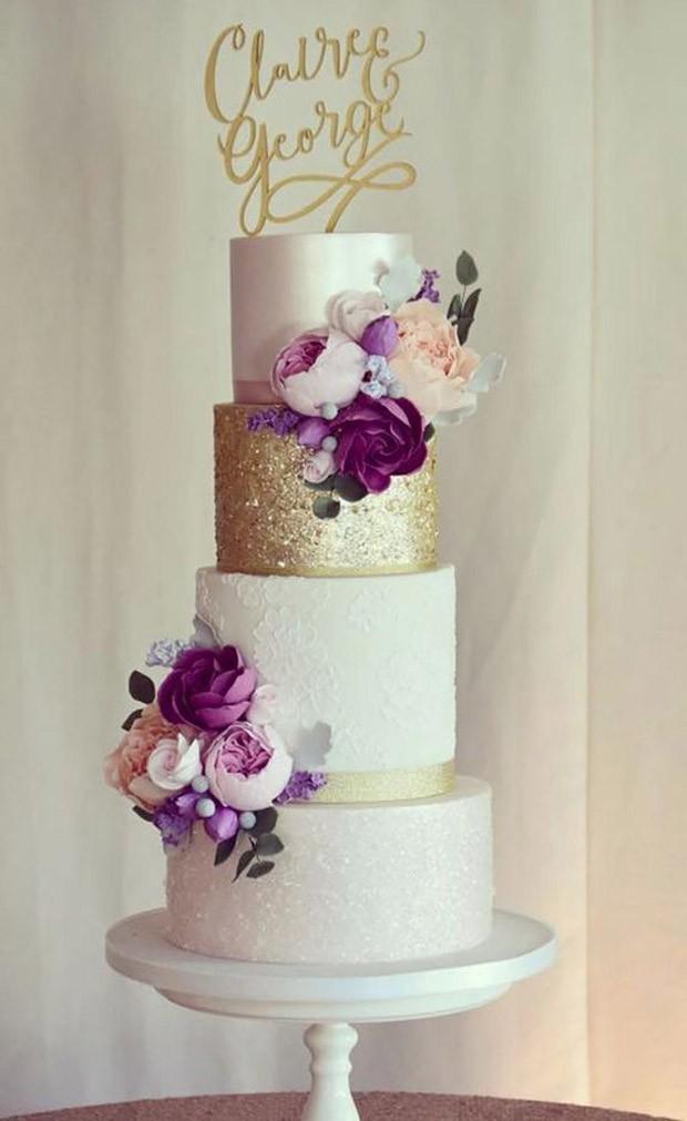 Topo de bolo de casamento: Arame com o nome dos noivos (Foto: Pinterest/Reprodução)