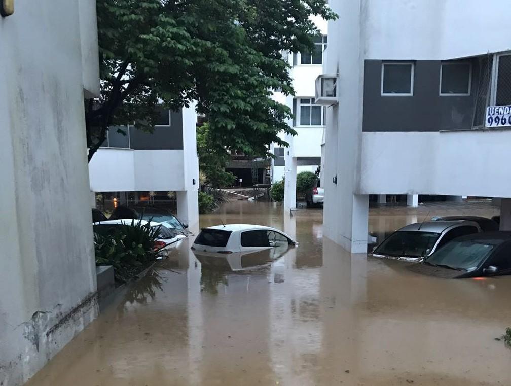 Bairro Itacorubi teve vários prédios alagados (Foto: Marina Cidade/Divulgação )