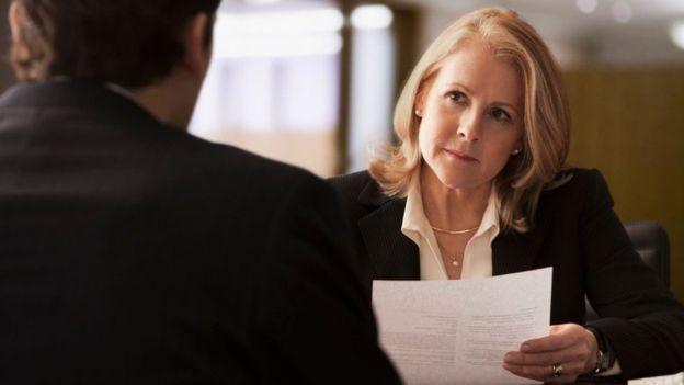 Entrevista de emprego (Foto: ISTOCK/GETTY IMAGES via BBC)