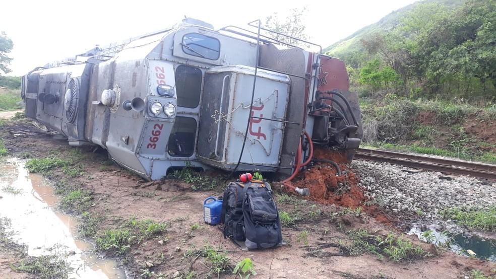 Trem descarrilhou e tombou por conta de areia em trilho na cidade de Itapipoca, no Ceará. — Foto: Reprodução