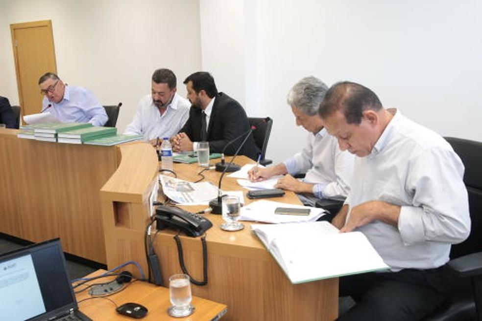 Relatório final da CPI dos Fundos foi entregue nesta quarta-feira. — Foto: Ronaldo Mazza/ALMT